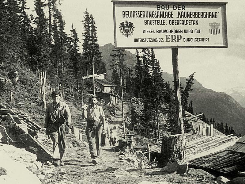 Arbeiter beim Bau des Hangkanals ©Archiv Naturpark Kaunergrat